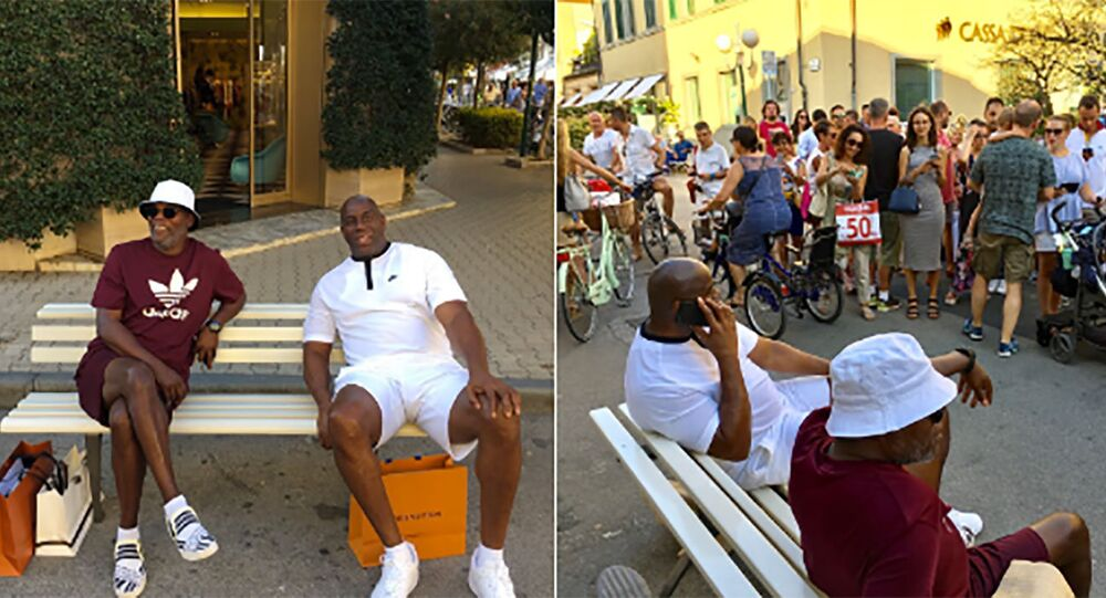 Samuel L. Jackson e Magic Johnson durante as férias de ambos na Itália