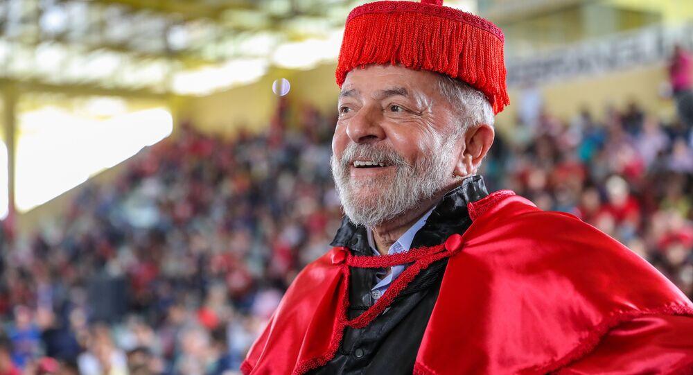 Ex-presidente Lula na Universidade Estadual de Alagoas, em Arapiraca, recebendo título de Doutor Honoris Causa