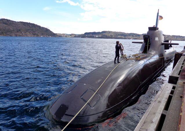 U33, submarino alemão da classe 212, se prepara para os exercícios da OTAN Dynamic Mangoose 2015 perto de Bergen, na costa oeste da Noruega.