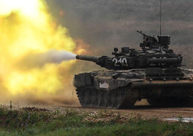 Tanque T-90 em ação no fórum internacional técnico-militar EXÉRCITO 2017