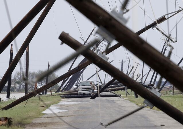 Rebaixado para tempestade tropical, o furacão Harvey deixou um rastro de destruição no estado americano do Texas