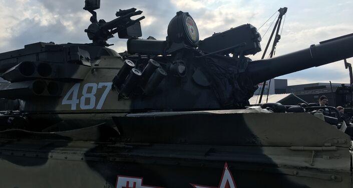 Um dos blindados expostos no fórum militar EXÉRCITO 2017