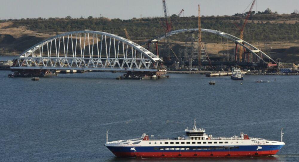 Arco ferroviário da ponte da Crimeia começa a ser transportado