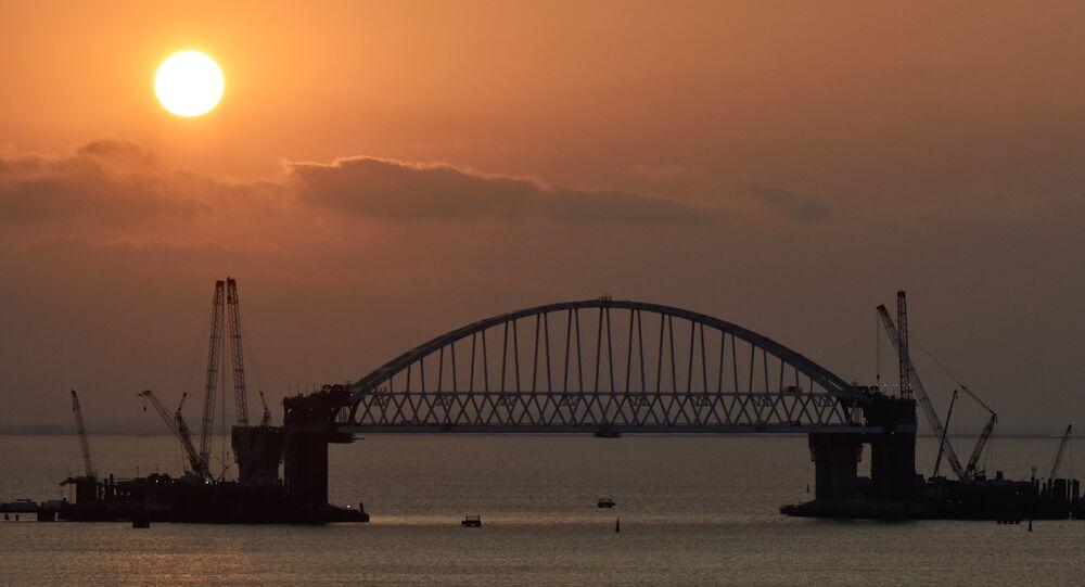 Arco ferroviário da ponte da Crimeia foi erguido e fixado