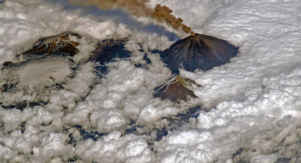 Vulcão Klyuchevskaya Sopka desperta na Península de Kamchatka (Rússia)