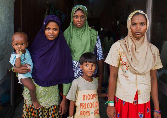 Mulheres do povo muçulmano Rohingya em Mianmar (foto de arquivo)