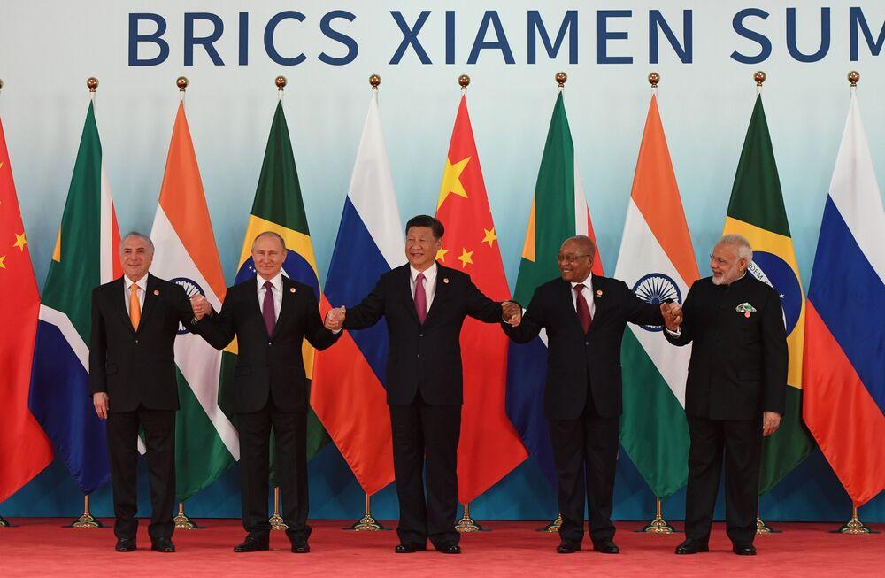 Da esquerda para direita: os presidentes Michel Temer (Brasil), Vladimir Putin (Rússia), Xi Jinping (China), Jacob Zuma (África do Sul) e Ram Nath Kovind (Índia).