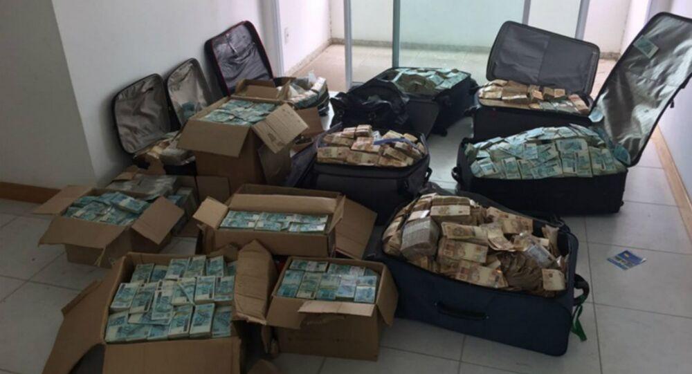 Caixas e malas com dinheiro foram encontradas pela Polícia Federal (PF) em um imóvel que seria, supostamente, utilizado por Geddel Vieira Lima