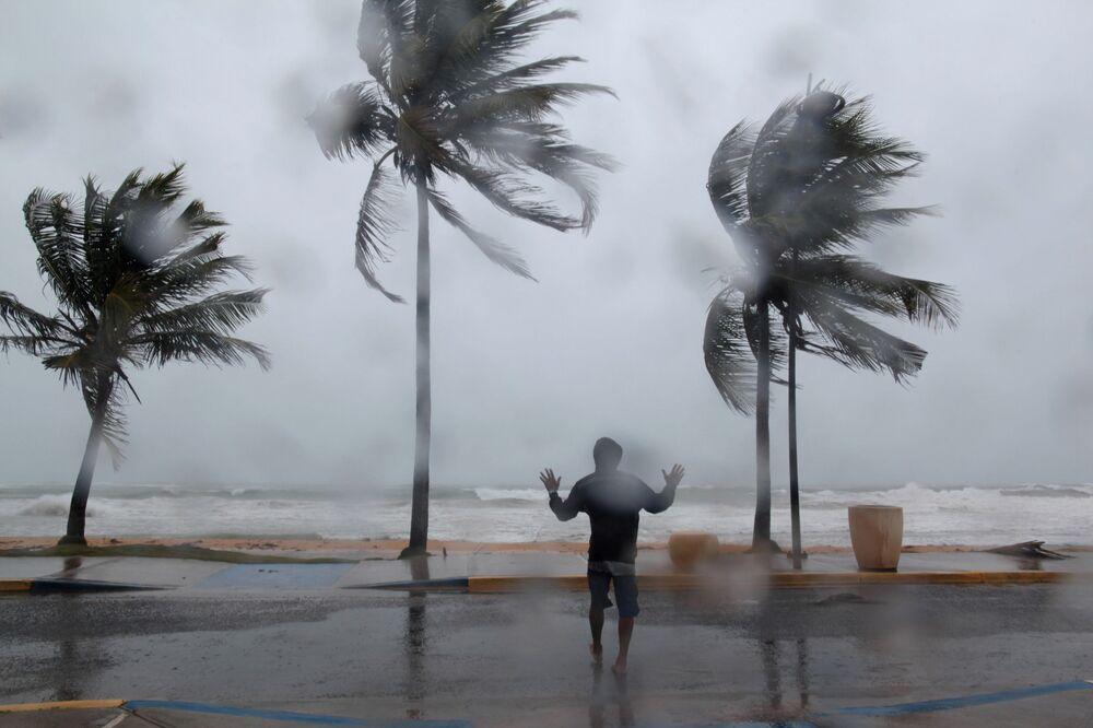 O furacão Irma afeta a costa de Porto Rico