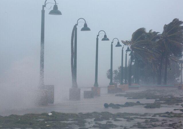 O furacão Irma testa sua força danificando a costa de Porto Rico (arquivo)