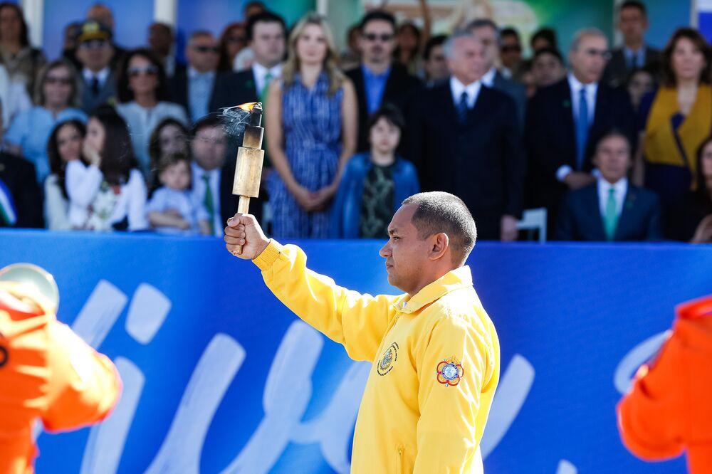Vicente Lenílson, medalhista nas Olimpíadas de Sidney e Pequim, no revezamento 4 x 100 m