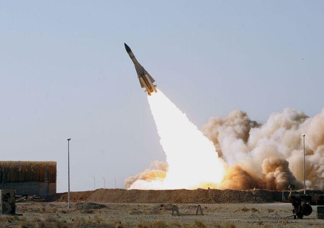 Lançamento de um S-200 feito pelo exército do Irã (foto de arquivo)