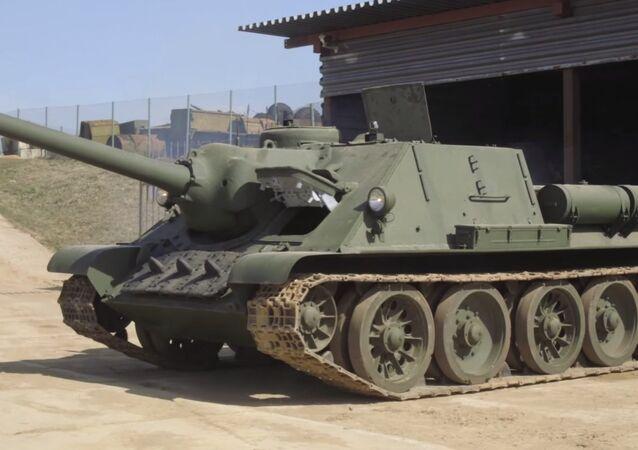 Tanque soviético SU-100