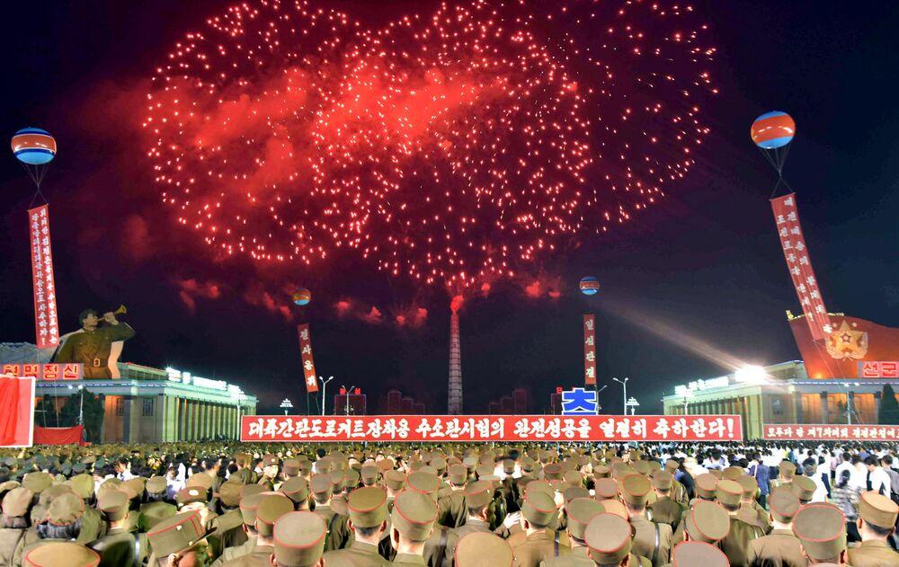Em 6 de setembro, os moradores de Pyongyang festejaram o teste bem-sucedido de uma bomba de hidrogênio, que pode ser instalada em um míssil balístico intercontinental