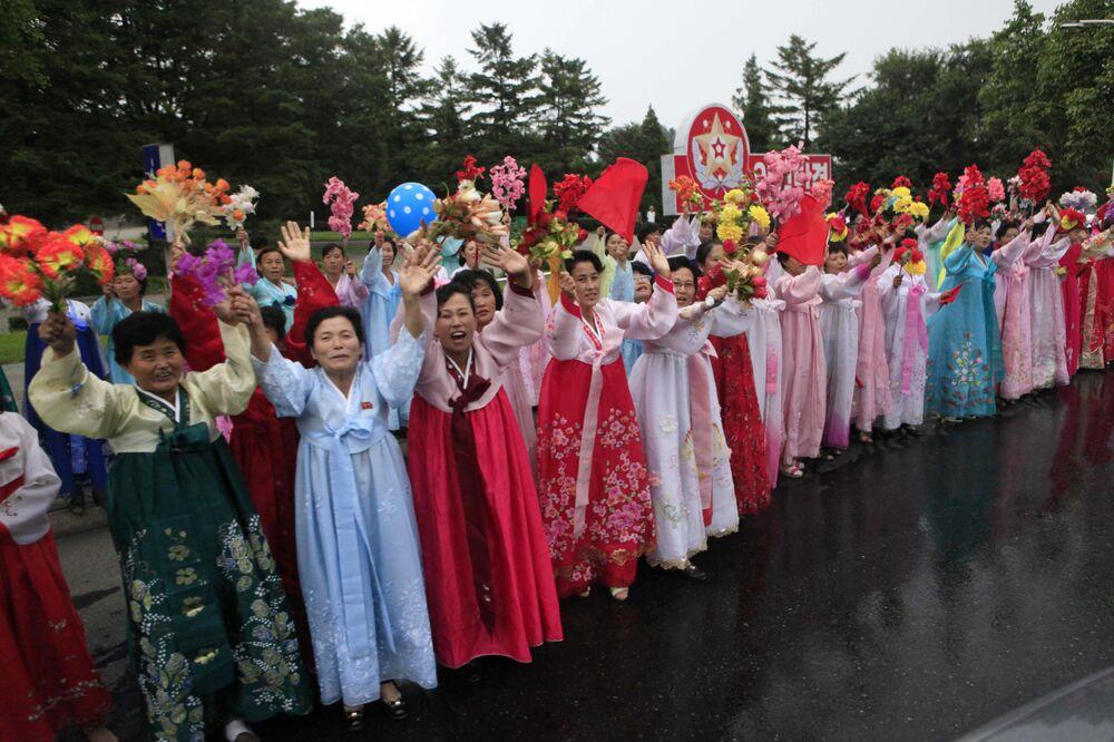 Dezenas de milhares de cidadãos norte-coreanos participaram da festa dedicada ao sucesso do teste
