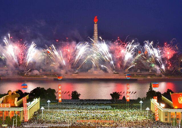 Fogos de artifício no centro de Pyongyang marcam teste bem-sucedido de bomba de hidrogênio