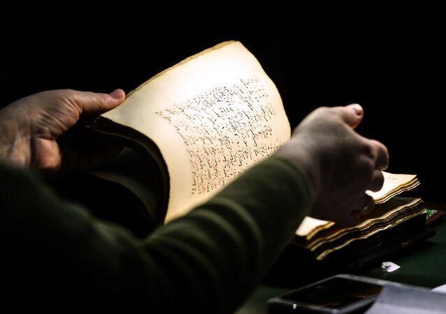 Um manuscrito (imagen referencial)