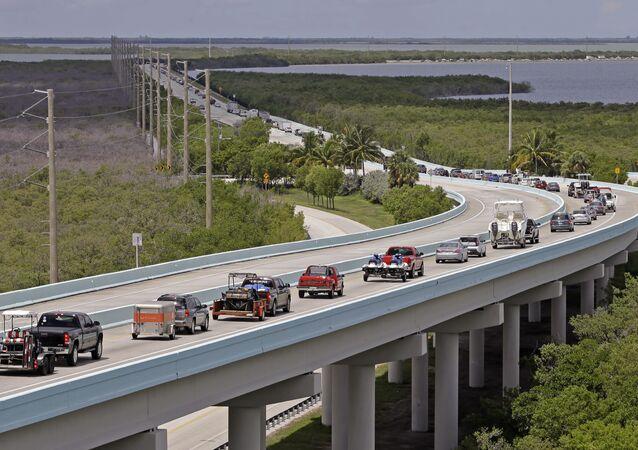 Pessoas são evacuadas na Flórida em antecipação ao furacão Irma
