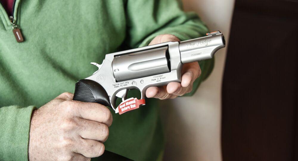 Imagem de um revólver Taurus, de fabricação brasileira