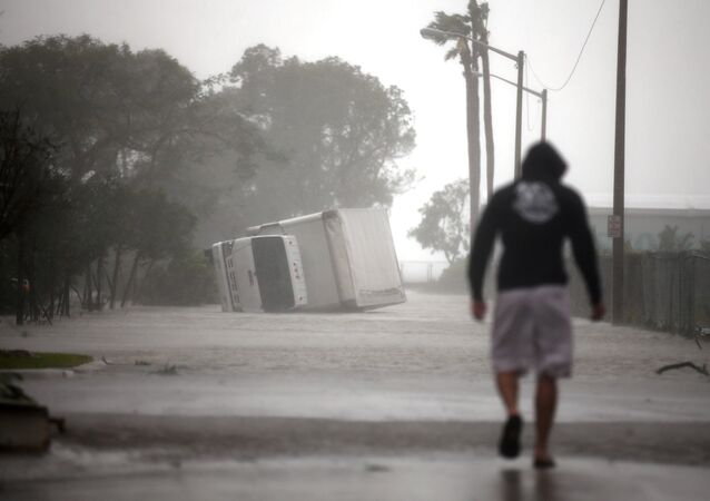 Estragos provocados pela passagem do furacão Irma em Miami, na Flórida