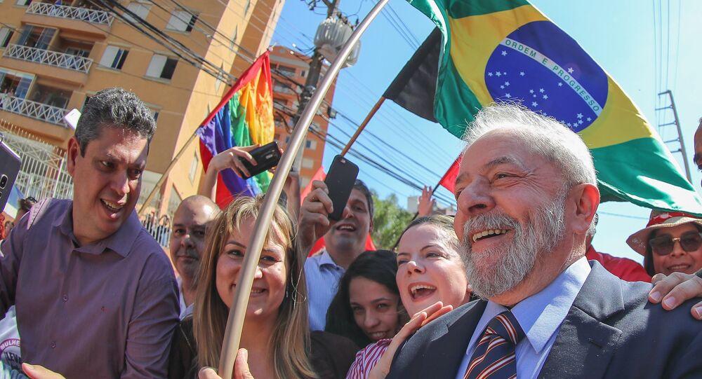 Ex-presidente Lula indo prestar seu segundo depoimento ao então juiz federal Sérgio Moro, em Curitiba, em 13 de setembro de 2017