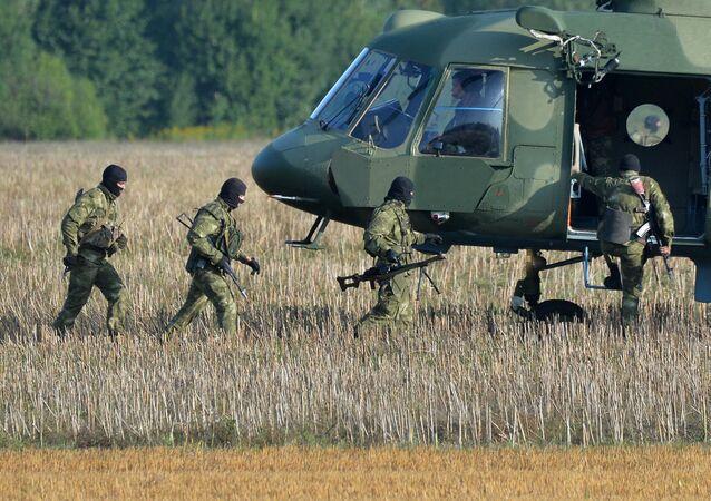 Militares bielorrussos se preparando para exercícios conjuntos das Forças Armadas da Rússia e da Bielorrússia Zapad 2017