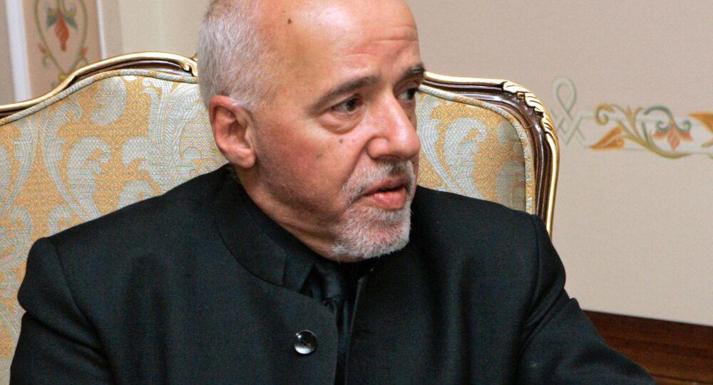 Paulo Coelho durante encontro com o presidente da Rússia, Vladimir Putin, em Novo-Ogaryovo