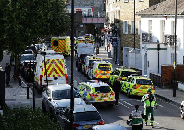 Carros de polícia perto da estação de metrô Parsons Green, em Londres, Reino Unido (arquivo)