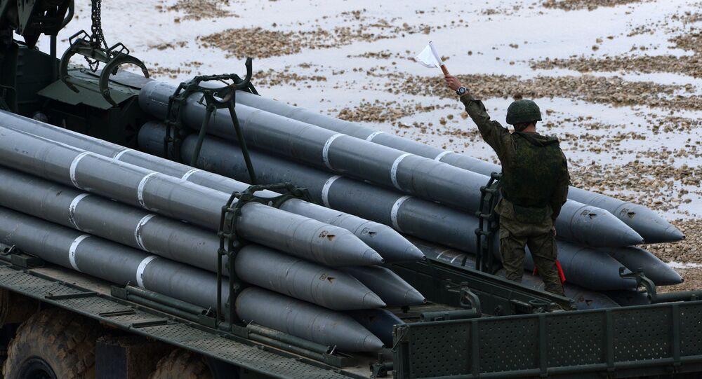 Lança-foguete russo BM-30 Smerch (foto de arquivo)