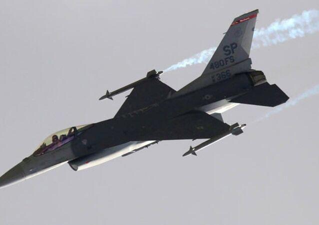Avião F-16 turco (foto de arquivo)