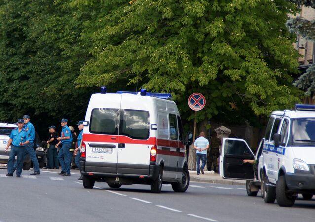 Agentes dos serviços de segurança trabalham no local de uma explosão em Lugansk, na região ucraniana de Donbass (arquivo)