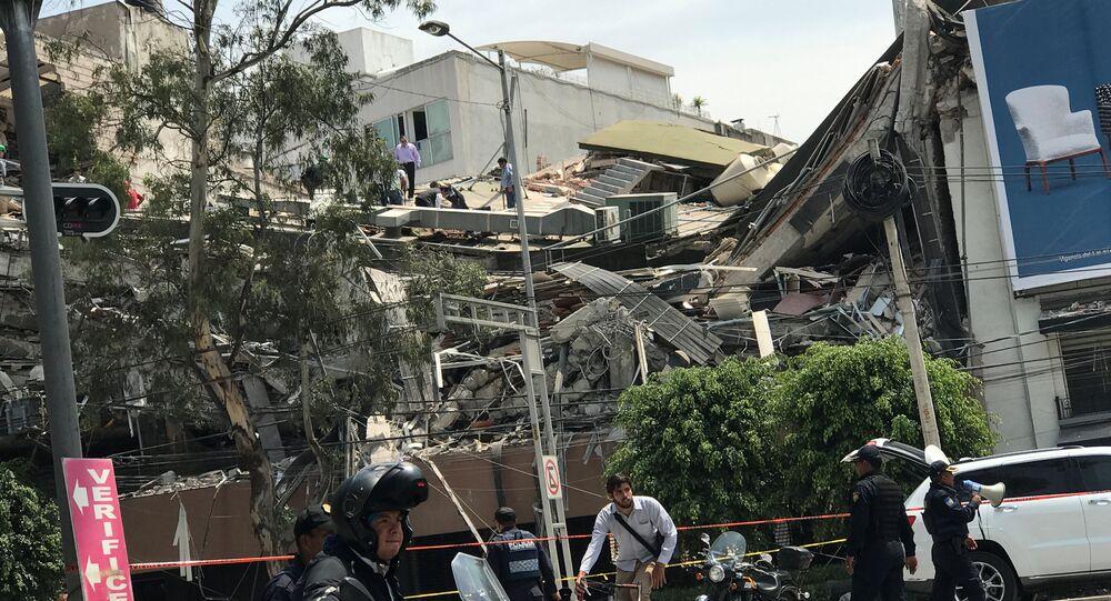 Destruição causada na Cidade do México por terremoto de magnitude 7,1