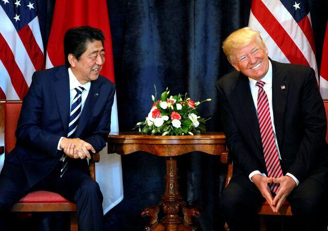 Presidente dos EUA Donald Trump e o primeiro-ministro japonês Shinzo Abe (foto de arquivo)