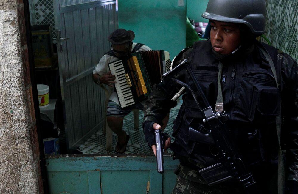 Cerca de 950 homens do Exército estão na Rocinha.