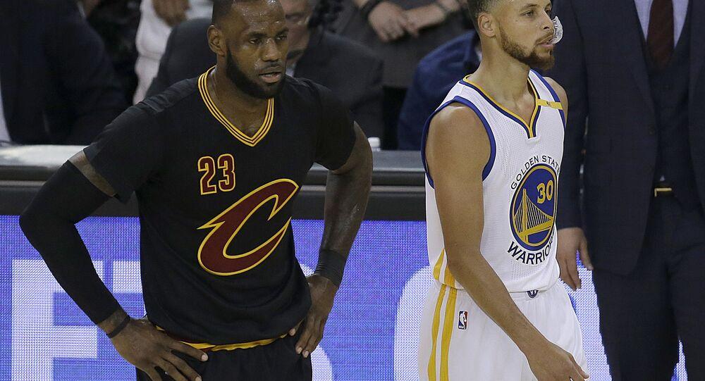 Curry e James