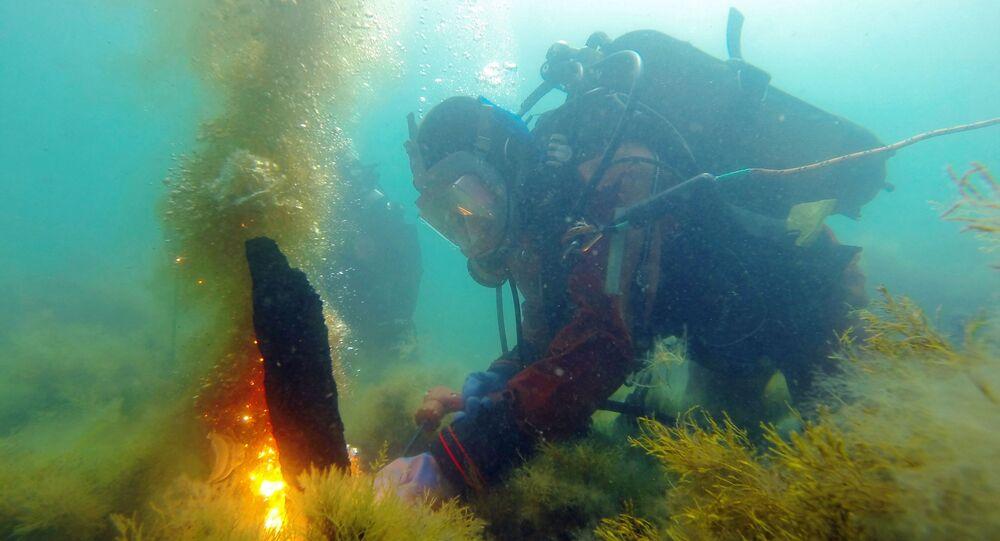 Mergulhadores estudam o fundo do mar Negro (foto de arquivo)