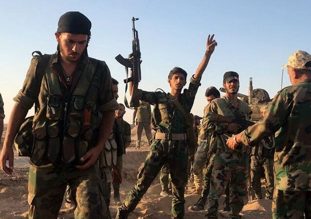 Soldados do exército sírio perto de Deir ez-Zor