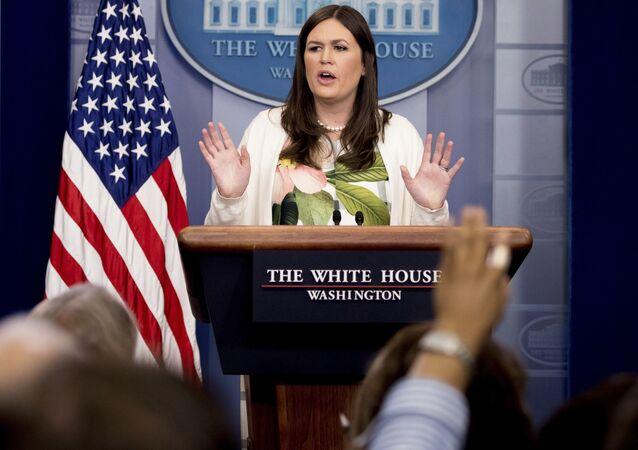Sarah Huckabee Sanders, secretária de Imprensa da Casa Branca, durante coletiva de imprensa em Washington