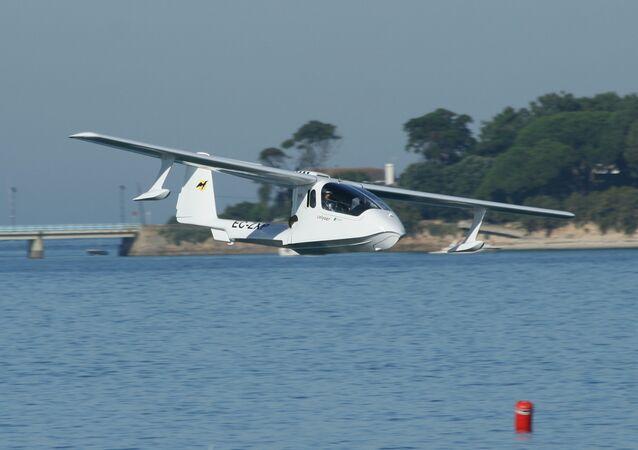 """Avião ultraligeiro espanhol Colyaer Freedom S100, o """"antecessor"""" do drone anfíbio chinês U650"""