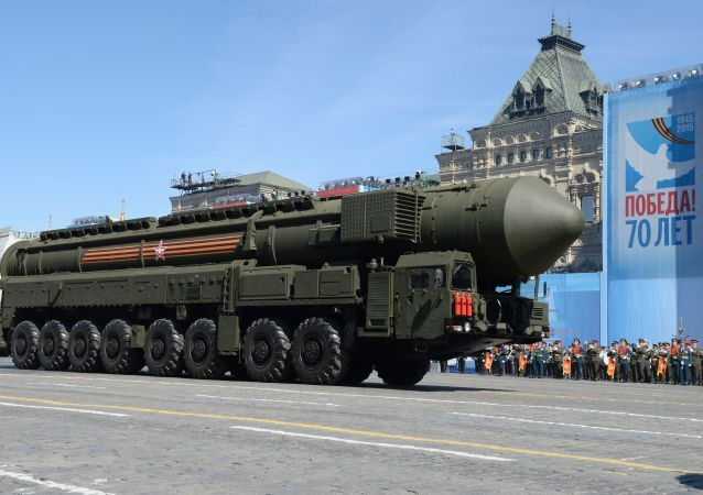 O sistema de mísseis RS-24 Yars durante o ensaio geral da parada militar em homenagem ao 70º aniversário da vitória na Segunda Guerra Mundial de 1941-1945.