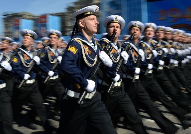 Militares russos durante ensaio para a Parada da Vitória do último 9 de maio, em Moscou