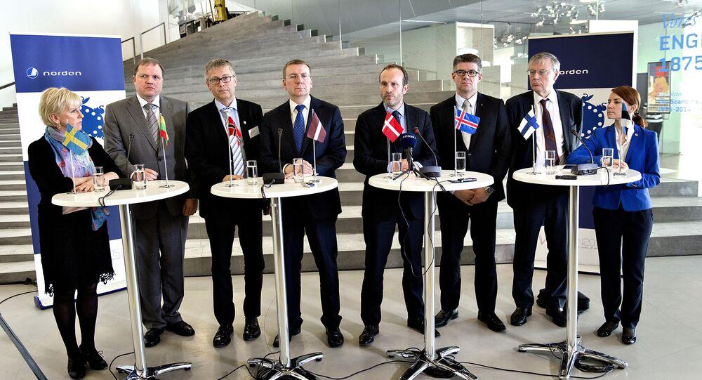 De esquerda à direita: Margot Wallstrom (chanceler sueca), Vytautas Pinkus (embaixador lituano na Dinamarca), Leiv Lunde (Noruega), Edgars Rinkevics (chanceler da Letônia), Martin Lidegaard (chanceler da Dinamarca), Gunnar Bragi Sveinsson (Islândia), Peter Stenlund (secretário de Estado da Finlândia), Keit Pentus-Rosimannus (chanceler da Estônia)