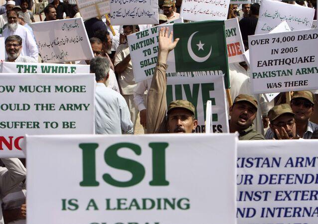 Protesto em favor da Inteligência Inter-Serviços (ISI) em Karachi, no Paquistão, em 2011