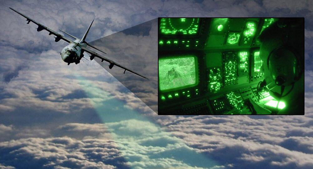 Avião com o sistema de Vídeo Abertura Sintética de Radar (ViSAR, sigla em inglês), com seu sensor de Frequência Extremamente Alta, que é capaz de captar imagens ao vivo dos alvos no céu, inclusive voando através ou por cima das nuvens