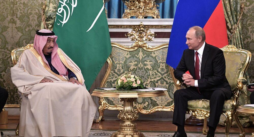 Presidente russo, Vladimir Putin, durante encontro com rei da Arábia Saudita, Salman bin Abdulaziz Al Saud