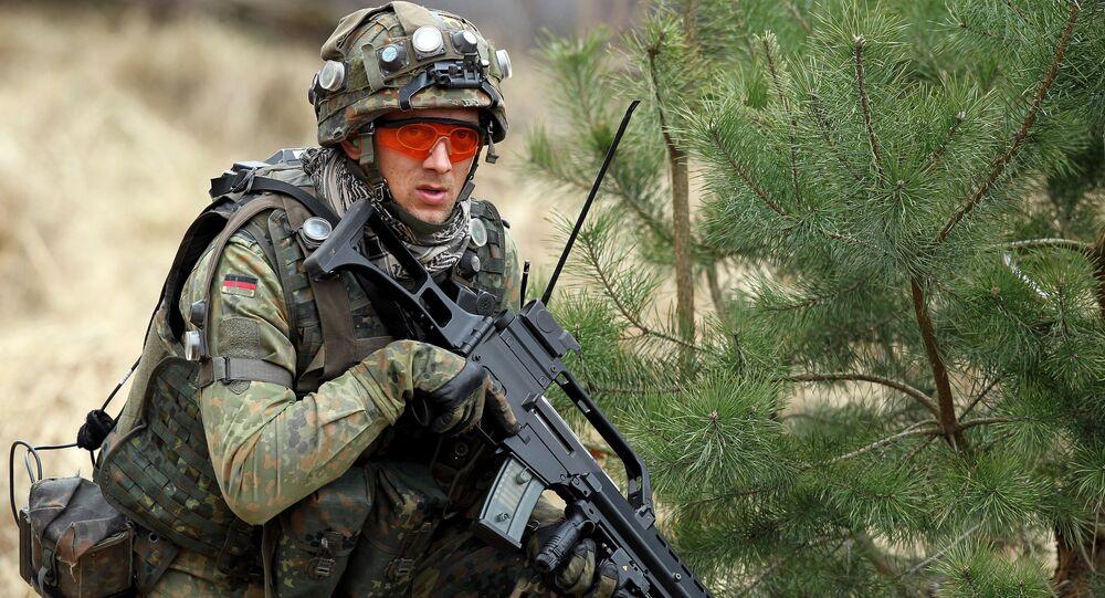 Soldado alemão com fuzil G36