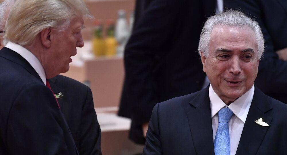 Presidente norte-amerciano, Donald Trump, com seu homólogo brasileiro, Michel Temer durante cúpula do G20 em Hamburgo, 8 de julho de 2017