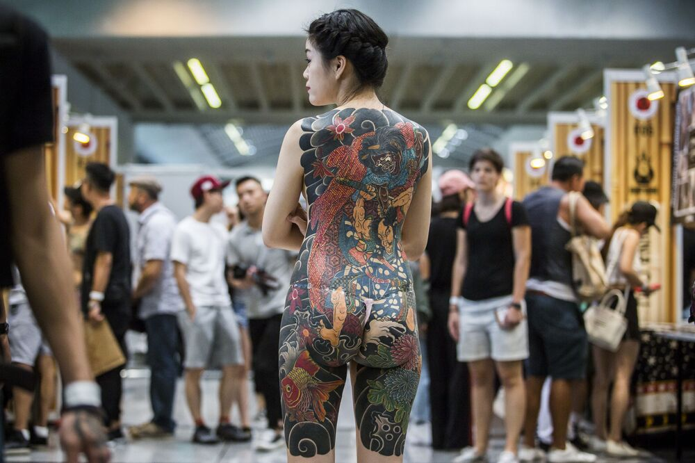 Participante do festival internacional de tatuagem na China