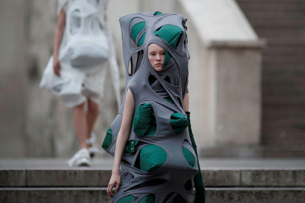 Modelo durante semana da moda em Paris