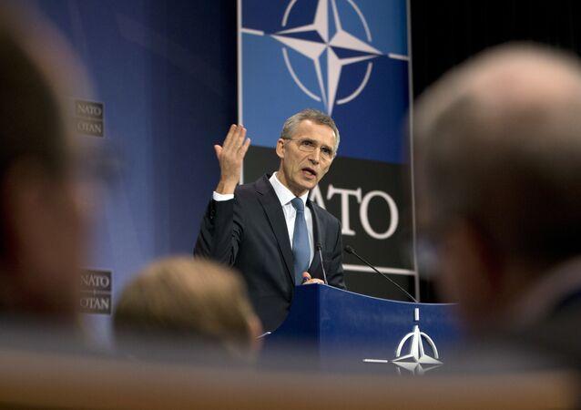 Secretário-geral da OTAN, Jens Stoltenberg, durante coletiva de imprensa na sede da organização em Bruxelas, 14 de fevereiro de 2017